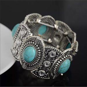 Jewelry - Turquoise & Silver Bohemian Style Bracelet